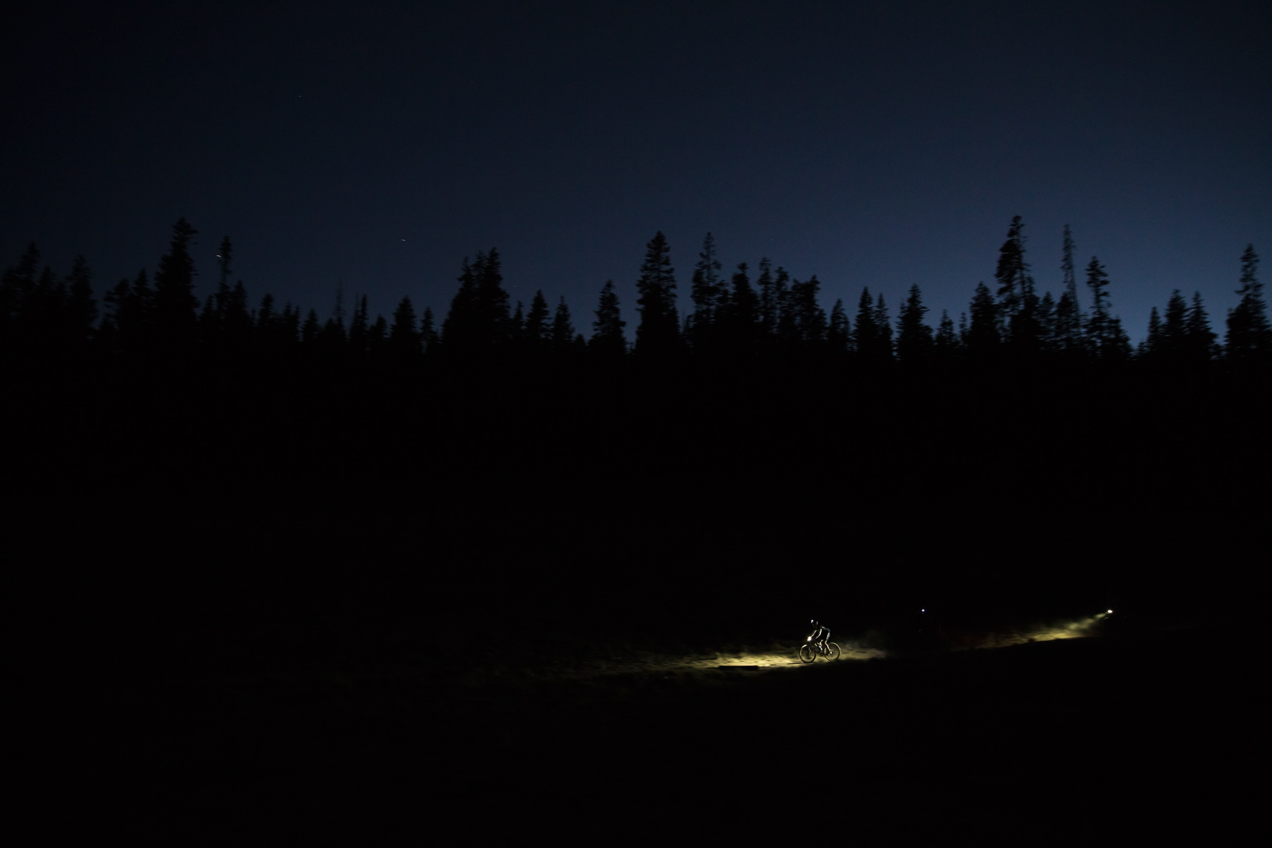 Oregon commercial photographer - night time mountain biking during race